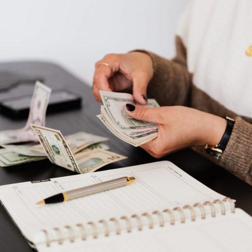 10 طرق لكسب المال من المنزل في موسم العطلات هذا