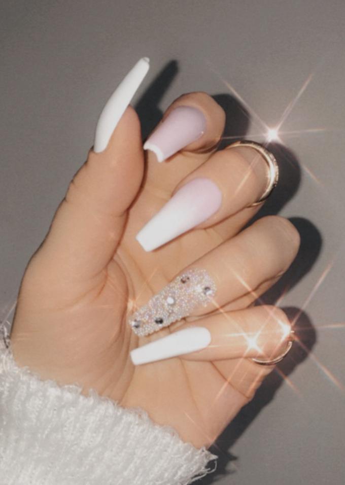 white cute nails